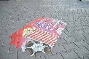 Naklejka chodnikowa - reklama